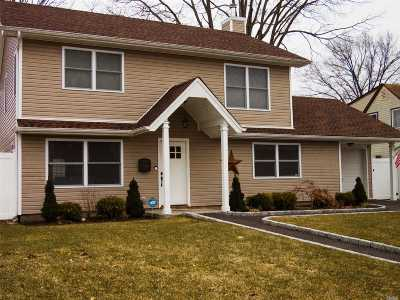 Levittown Single Family Home For Sale: 79 Hyacinth Rd