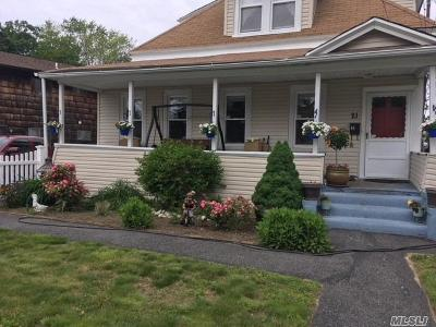 Freeport Single Family Home For Sale: 21 Willow Ave