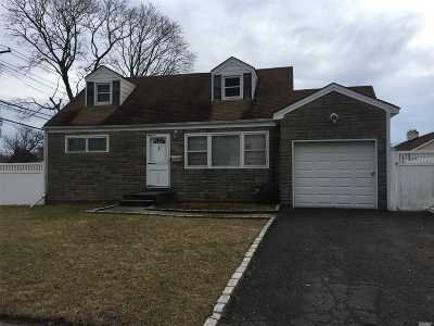 East Meadow Single Family Home For Sale: 1562 Benjamin Ave