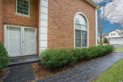 Commack Condo/Townhouse For Sale: 35 Hamlet Dr