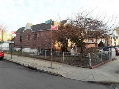 Single Family Home For Sale: 24-01 92 St