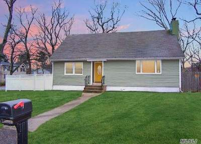 Medford Single Family Home For Sale: 21 Pinegrove Ave
