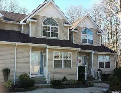 East Islip Condo/Townhouse For Sale: 4 Heckscher Spur Dr #14
