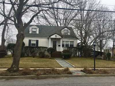 Bellmore Single Family Home For Sale: 2710 Landing Ave