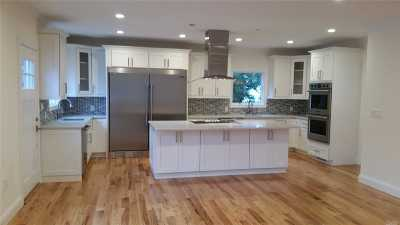Nassau County Single Family Home For Sale: 428 Dunster Dr