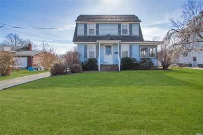 Patchogue Single Family Home For Sale: 40 Sycamore St