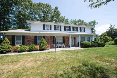 Smithtown Single Family Home For Sale: 32 High Gate Dr