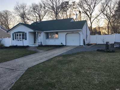 Selden Single Family Home For Sale: 18 Larry Rd
