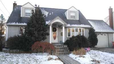 Hicksville Single Family Home For Sale: 63 16th St