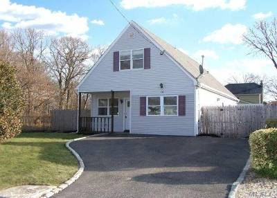 Bay Shore Single Family Home For Sale: 16 Edwin St