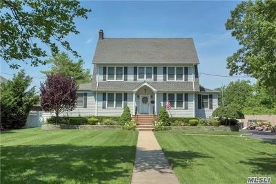 West Islip Single Family Home For Sale: 20 West Islip Rd