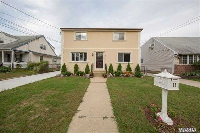 Hicksville Single Family Home For Sale: 11 Pine St