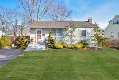Lake Ronkonkoma Single Family Home For Sale: 25 Richard Ave