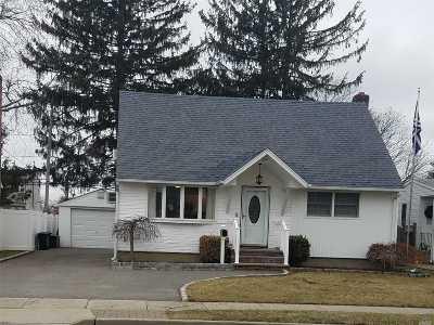 Hicksville Single Family Home For Sale: 64 Cedar St