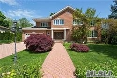 Great Neck Single Family Home For Sale: 39 Tanners Rd