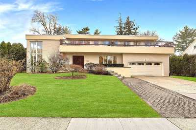 Great Neck Single Family Home For Sale: 34 Beverly Rd