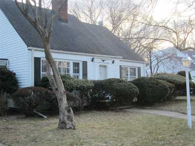 Merrick Single Family Home For Sale: 43 Shaw Dr