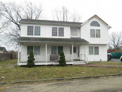 Bay Shore Single Family Home For Sale: 12 Brewster St