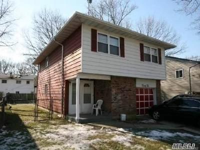 Huntington Single Family Home For Sale: 22 Leigh St