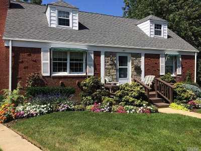 Baldwin Single Family Home For Sale: 847 Harbor Cir