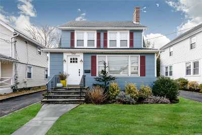 Port Washington Single Family Home For Sale: 144 Bayview Ave