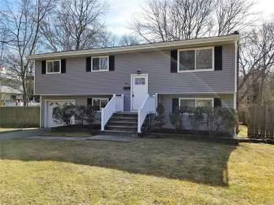 Sayville Single Family Home For Sale: 86 Tariff St