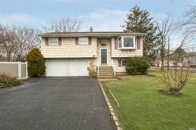 Ronkonkoma Single Family Home For Sale: 555 4th St