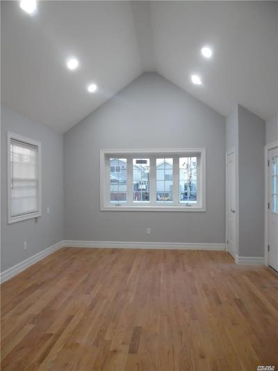 Queens County Single Family Home For Sale: 19 W 17th Rd