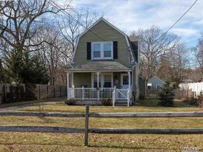 Sayville Single Family Home For Sale: 44 Roosevelt Ave