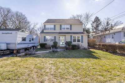 Patchogue Single Family Home For Sale: 74 John St