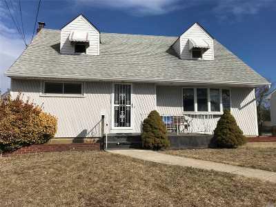 Oceanside Single Family Home For Sale: 35 Howard Pl