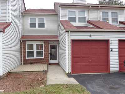 Coram Condo/Townhouse For Sale: 4 Norfolk Ct