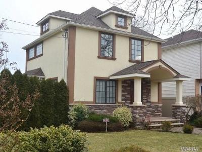 Roslyn Single Family Home For Sale: 6 Garfield Pl