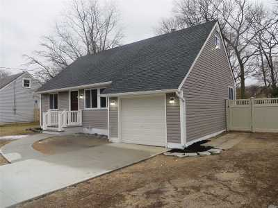 Bay Shore NY Single Family Home For Sale: $349,999