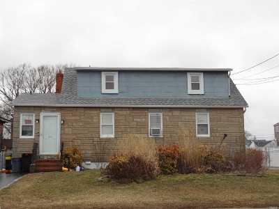 Lindenhurst Single Family Home For Sale: 34 E Beach Promenade
