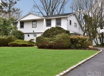 Suffolk County Single Family Home For Sale: 15 Stonehenge Ln