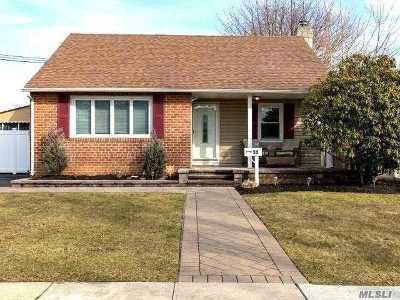 Suffolk County Single Family Home For Sale: 99 Rhoda Ave