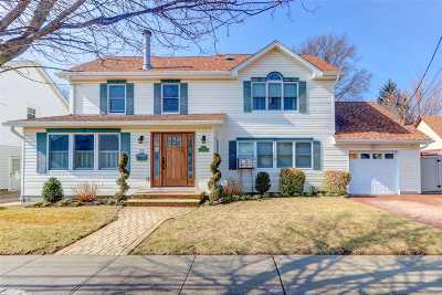 Hicksville Single Family Home For Sale: 22 Spruce St