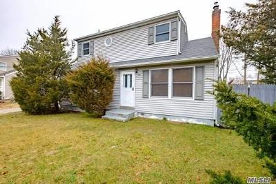 Suffolk County Single Family Home For Sale: 158 Mark Tree Rd