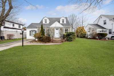 Williston Park Single Family Home For Sale: 644 Foch Blvd