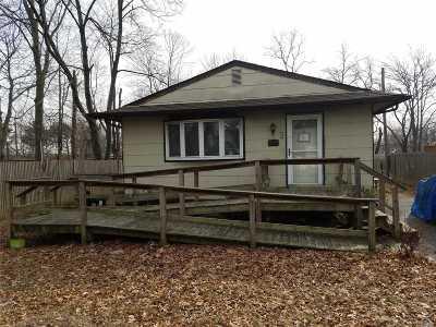 Copiague Single Family Home For Sale: 8 Edmunds Pl