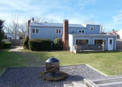 Bay Shore NY Single Family Home For Sale: $429,000