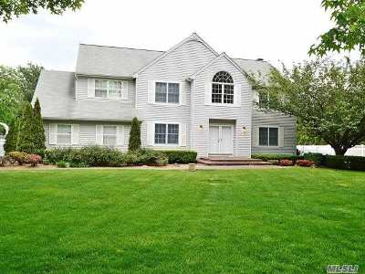 Commack Single Family Home For Sale: 4 Galleine Rd