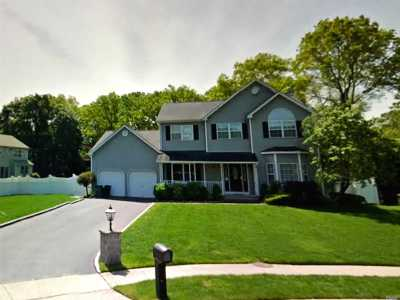 Hauppauge Single Family Home For Sale: 53 Clifford Blvd