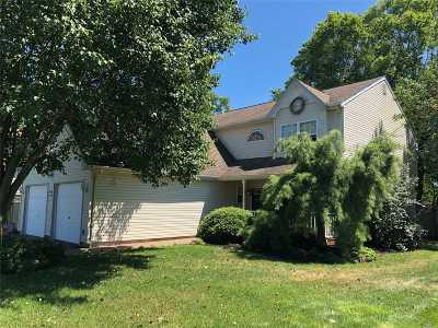 Islip Single Family Home For Sale: 24 Union Pl