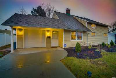 Levittown Single Family Home For Sale: 5 Ripple Ln