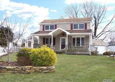 Centereach Single Family Home For Sale: 31 E Wagon Ln