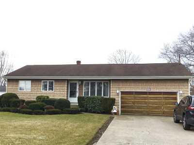 Islip Single Family Home For Sale: 250 Manhasset St