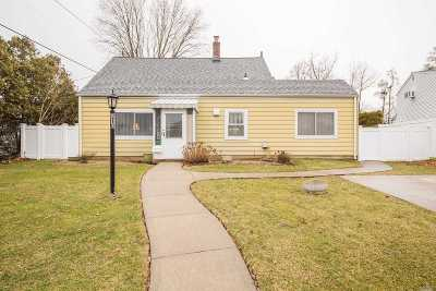 Levittown Single Family Home For Sale: 210 Saddle Ln