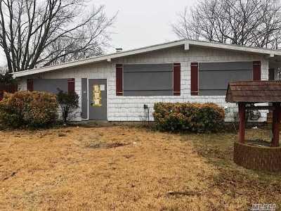 Lake Ronkonkoma Single Family Home For Sale: 41 Kayron Dr